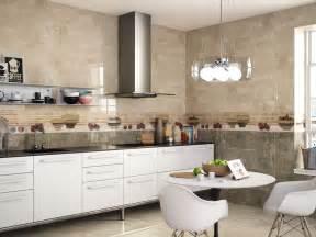 carreaux de ciment cr馘ence cuisine decoration cuisine avec faience maison design bahbe com