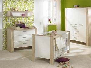 chambre bebe fille en nuances de vert inspirantes With chambre bebe vert anis