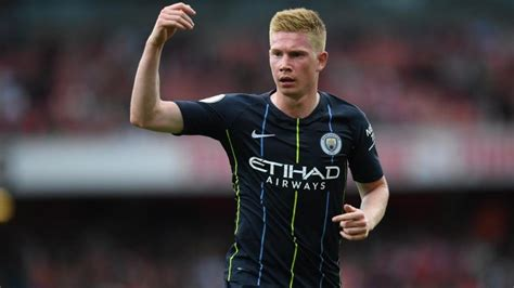 Manchester City's Kevin de Bruyne suffers knee injury ...