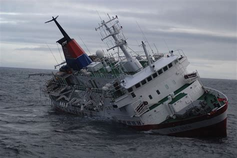 Sink Ships by Antarctica Tourist Ship S Sinking Blamed On Inexperienced