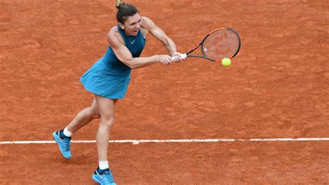 Simona Halep overcomes another wobble to reach French Open round three | tennis | Hindustan Times