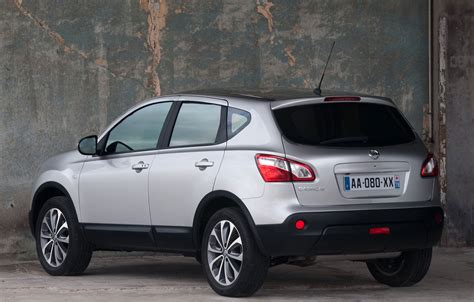 The nissan qashqai (/ˈkæʃkaɪ/) is a compact crossover suv produced by the japanese car manufacturer nissan since 2006. Nissan Qashqai Facelift Photos Released Ahead of Geneva ...