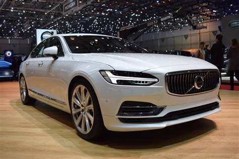 volvo  sedan  sharp  geneva show floors