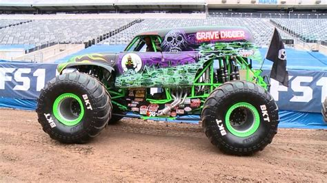 monster truck show tonight monster truck 39 grave digger 39 legacy video abc news