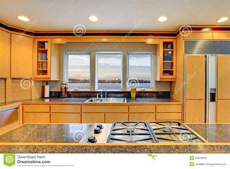 cuisine en dur grande cuisine en bois moderne de luxe images stock