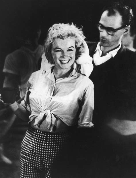 marilyn monroe fashion  pictures showing  style