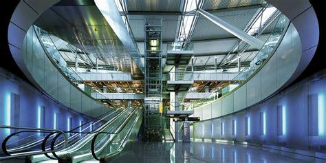 Es handelt sich um einen internationalen flughafen mit mehr als 23.5 mio passagieren pro jahr. Airport 2000 plus