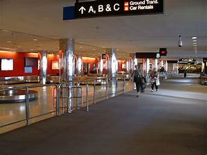 Baggage reclaim - Wikipedia