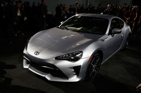 frs toyota 86 2017 toyota 86 first look review motor trend