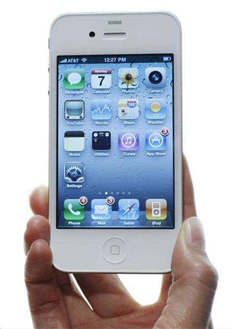 for iphone apple confirms white iphone 4 delayed iphone in canada