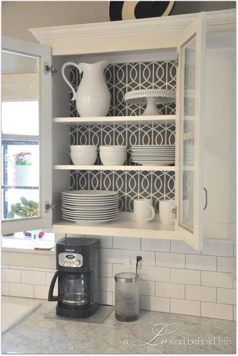 changer porte de cuisine 10 façons de transformer ses armoires de cuisine sans les
