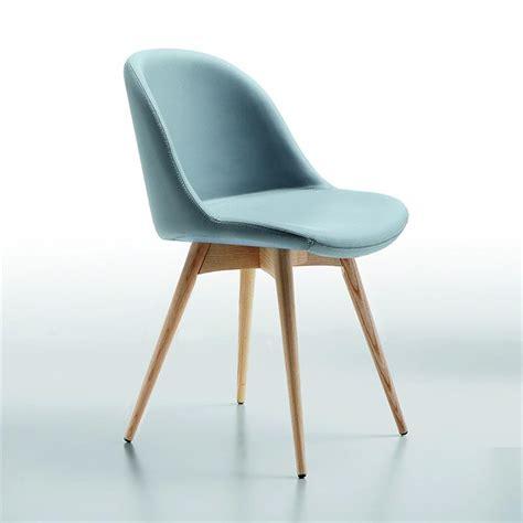 table et chaises de cuisine design chaise scandinave simili cuir bleu azur midj sur cdc design
