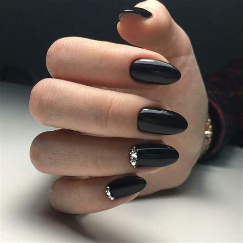Este año 2021 son tendencia los grises y negros, también los plateados y de. Diseños de uñas en negro (2021)   ActitudFem