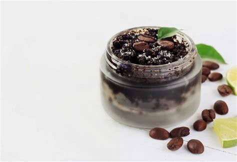 Then take a mixture of coffee and conditioner in hand and apply it evenly over the entire hair. Coffee hair mask