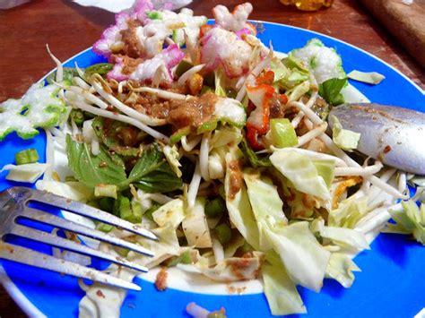 Sambal pertama adalah sambal kencur khas jawa timur, yang biasa digunakan dalam campuran tempe, tahu, atau ikan lele penyet. Tour in Bandung: RESEP KAREDOK KHAS SUNDA
