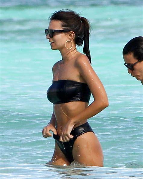 Emily Ratajkowski Hot in Black Bikini - Beach In Cancun ...
