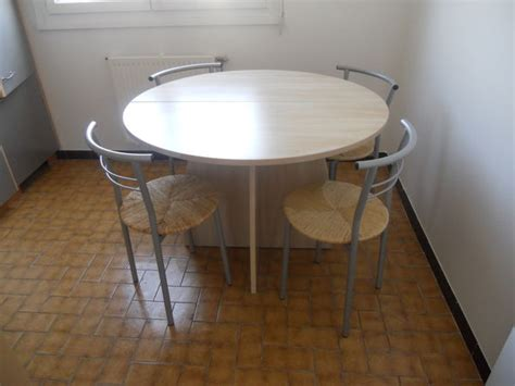 table ronde avec chaises table ronde cuisine clasf
