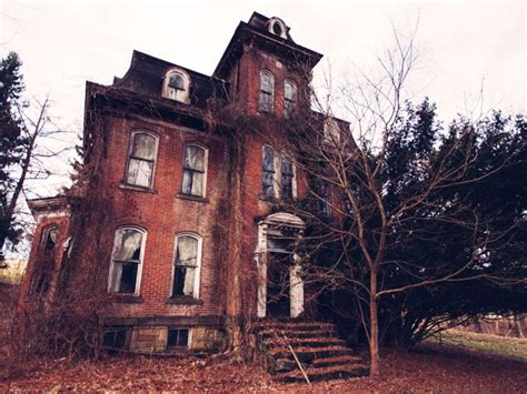 haunted house 8 real haunted houses you can actually visit america s most haunted