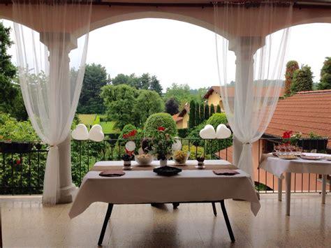 tende terrazzo terrazzo con vista su giardino tende bianche zanzariera