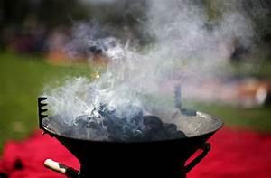 Holzkohle Oder Briketts : zum anbei en lecker fleisch und kartoffeln frisch vom grill dazu ein knackiger fr hlingssalat ~ Orissabook.com Haus und Dekorationen