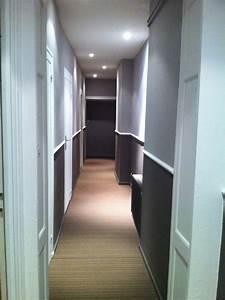 Defi rendre chaleureux un long couloir for Couleur de peinture pour couloir sombre 12 defi rendre chaleureux un long couloir