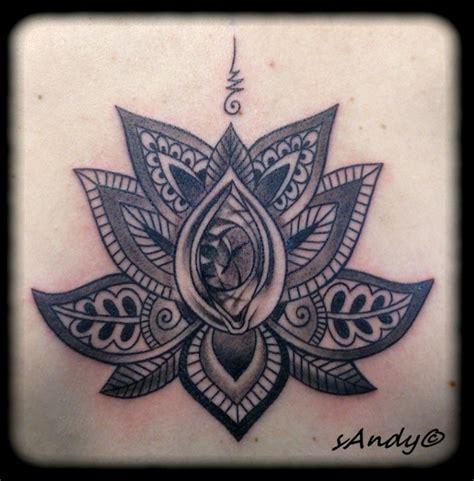 tatouage pattern fleur mandala dos inkage