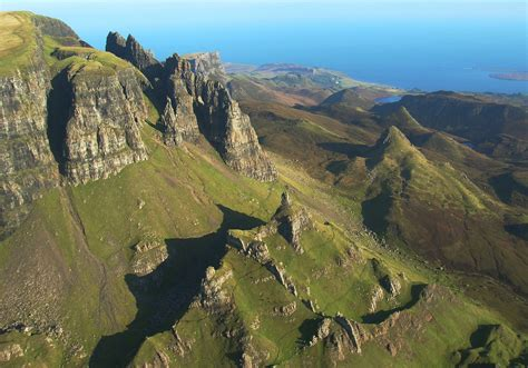 Hang-gliding over the Quiraing, on Skye - YouTube