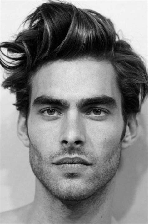 cheveux ondulés homme coupe de cheveux homme tendances coiffure pour votre mari ou enfant