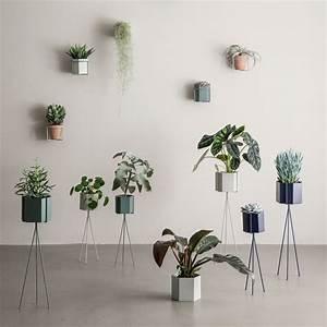 Ferm Living Pflanzenständer : plant stand von ferm living im shop ~ Frokenaadalensverden.com Haus und Dekorationen