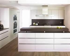 Küchen Modern Mit Kochinsel : auf 1 39 000 quadratmetern ausstellungsfl che pr sentieren wir ihnen 30 komplett eingerichtete k chen ~ Sanjose-hotels-ca.com Haus und Dekorationen