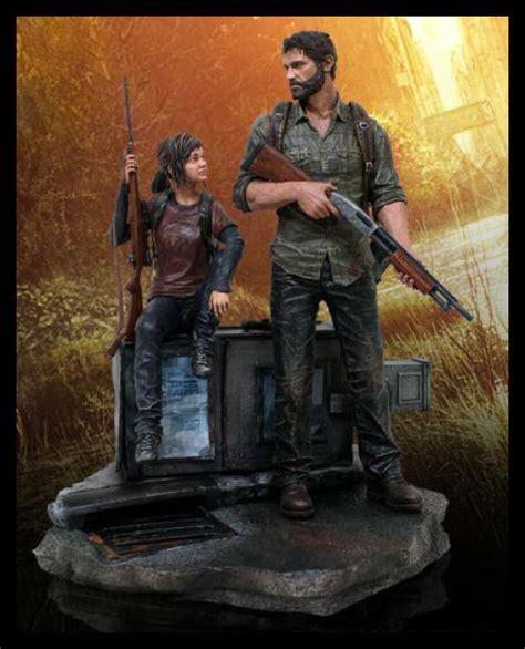 Last of Us Joel and Ellie Statue