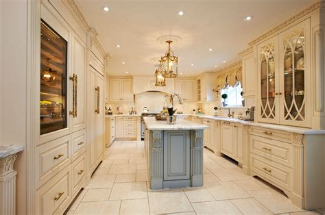 11 luxurious traditional kitchens 20 luxury kitchen designs decorating ideas design trends
