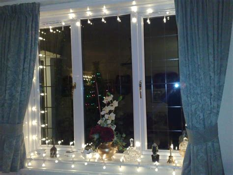how to hang christmas lights around windows christmas window decoration ideas and displays