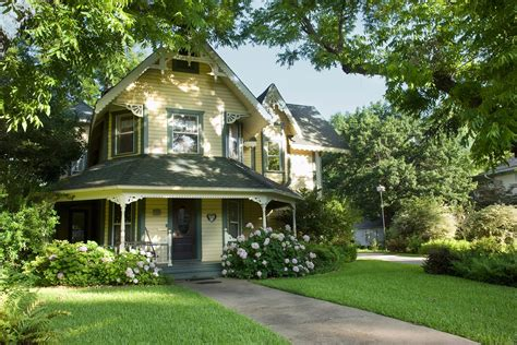 Curb Appeal : Boost Your Home's Curb Appeal Before You Sell It