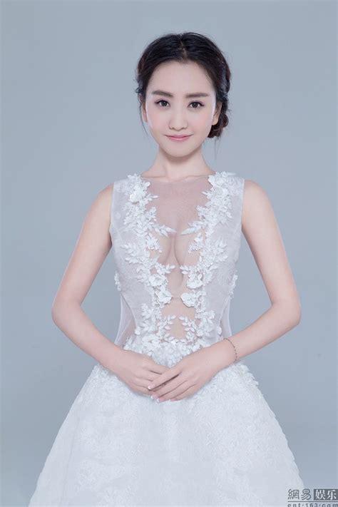 杨蓉仙范儿写真 柔滑美肌更衬娇媚身姿_网易娱乐