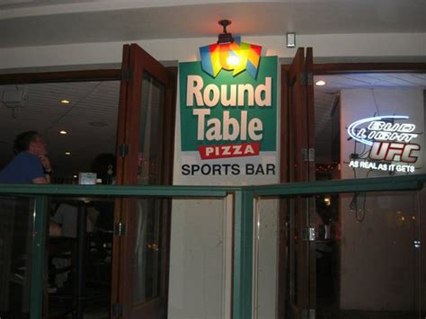 round table pizza reviews round table pizza honolulu 150 kaiulani ave waikiki