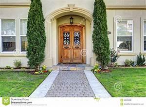 Porche Entrée Maison : porche de luxe d 39 entr e de maison avec le passage couvert ~ Premium-room.com Idées de Décoration