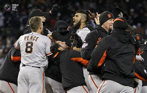 San Francisco Giants players celebrate after winning Game ...