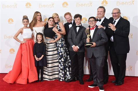 modern family cast to add new actor as joe pritchett in