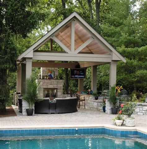 piscinas  pergolas de madera  jardin exclusivo en casa
