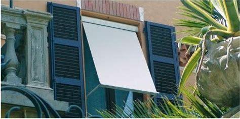 tende da sole per finestre tende da sole finestra a cappottina oppure a bracci