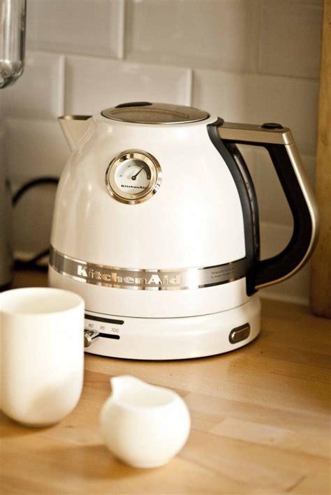 de cuisine kitchenaid les 25 meilleures idées concernant cuisine beige sur