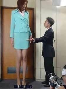 Bürostuhl Für Große Menschen : bildergebnis f r super tall women gro e frauen frau ~ Watch28wear.com Haus und Dekorationen