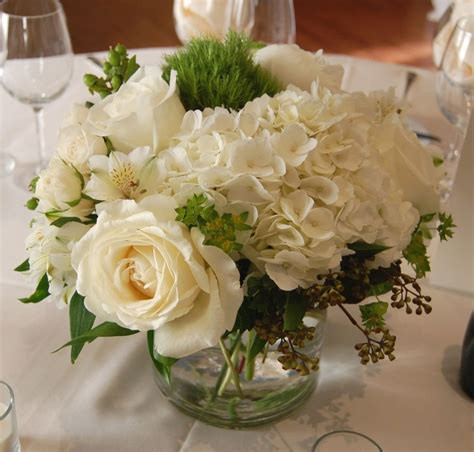 A Sweet Pea White And Green Centerpiece Flower Table