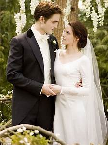 twilight breaking dawn bella swan39s stunning twilight With bellas wedding dress