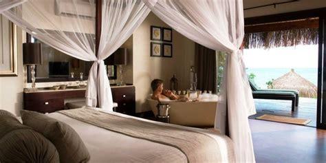 baignoire chambre chambre avec salle de bain fusion d 39 espaces harmonieuse