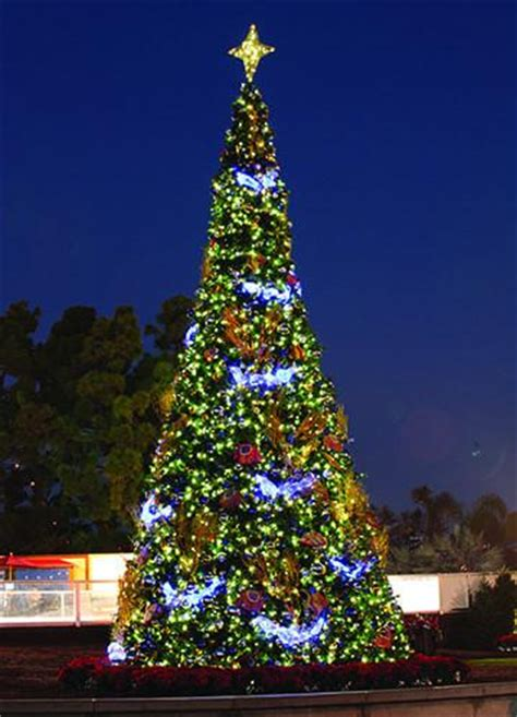 large illuminated patterned tree top star commercial