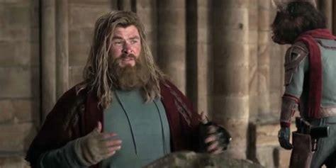 Avengers Endgame Star Chris Hemsworth Eats Guacamole Off