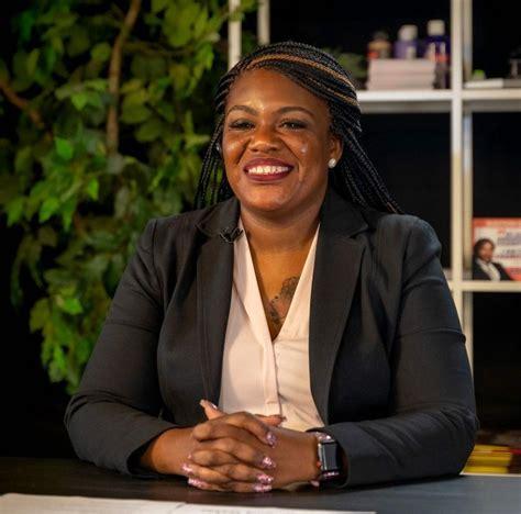 EUA: Cori Bush, ativista de movimento Black Lives Matter ...