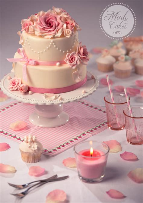 Romantic Wedding Cake That Can Also Be Used For A Girl's